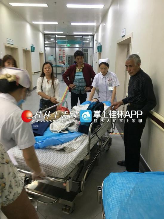 孩子在医院接受治疗。