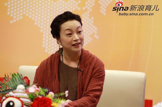 萧萍 上海师范大学人文与传播学院教授、儿童文学作家